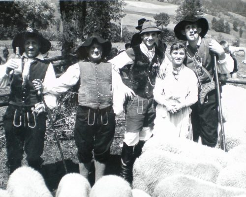 Ovcarski-bal_01_014-1958-1200×863